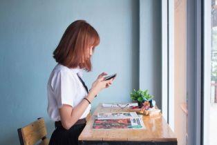 95 posto mladih u Hrvatskoj internetu pristupa mobitelom