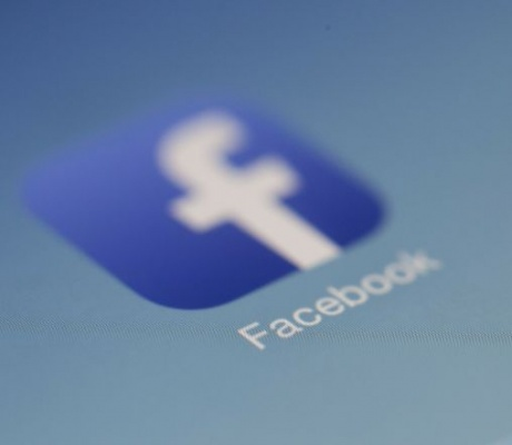 Facebook zabranio Huaweiju predinstalaciju svojih aplikacija